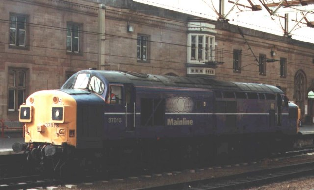 This post Privatization view of 37 013 at Carlisle Citadel reveals blue Mainline livery on the former D6713, Vulcan 2876 / D592 of March 1961. The split box Growler was first allocated to 30A Stratford depot.