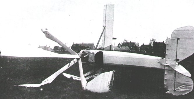 J9038 was badly damaged after turning on its side during taxying trials at Yate in April 1928.