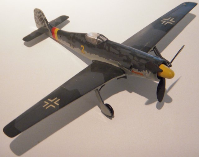 In honour of designer Kurt Tank, the Fw 190's designation was changed to Tank or Ta 152. This beautiful inline-engined fighter was to be the ultimate version of the famous fighter but delays resulted in the stopgap Fw 190D (pictured above in 1/72 scale ), in itself an outstanding aircraft. In the chaotic final year of the Third Reich the D ended up being the major inline engine version with only a few Ta 152Hs, and possibly a few Ta 152Cs, getting into combat.