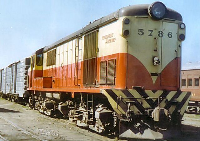 These Bo-Bo locomotives were supplied to Argentina during the 1950s in two batches - first of five ( numbered 5771-5775 ), then 21 units ( numbered 5776 - 5796 ) - with variations of marker lights and bodyside louvres between them. However, not only did they resemble British Railways Class 20s with Class 40 type cabs but they shared the distinctive whistle of an English Electric turbocharged engine found on their British counterparts - hence the name Pampas Crickets!