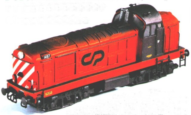 In 2002 the British magazine Rail Express reported on the first product of Grupo Moose - a partnership set up between three like-minded Portugese modellers, one of whom was English - to try and produce models of contemporary CP rolling stock due to the almost complete lack of available ready-to-run products. As the Portugese market is quite small, Moose Group ( as it is known in English ) decided to start with an HO gauge English Electric Class 1400 locomotive that would appeal to Portugese and interested British modellers alike