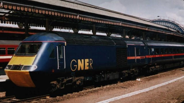 Power Car 43120 leads a southbound GNER HST service at York in 2003