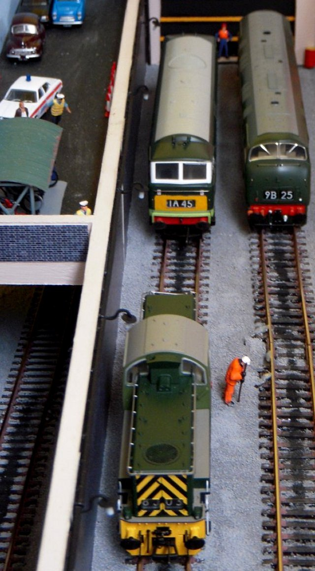 THE CHELTENHAM GWR MODELLER'S GROUP EXHIBITION SPONSORED BY CHELTENHAM MODEL CENTRE WILL BE HELD AT ST MARGARET'S HALL, CONISTON ROAD, GL51 3NU ON SATURDAY 26 AND SUNDAY 27 OCTOBER 2013.  RETURNING EXHIBITS WILL INCLUDE TIM MADDOCK'S BLEAKHOUSE ROAD(ABOVE) AND TOUCAN PARK (BELOW)  CLICK ON PICTURES FOR DETAILS.