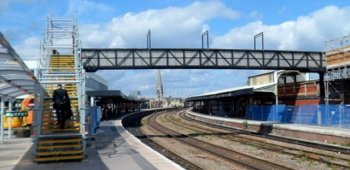 Rail_Station_Gloucester_footbridge_2012