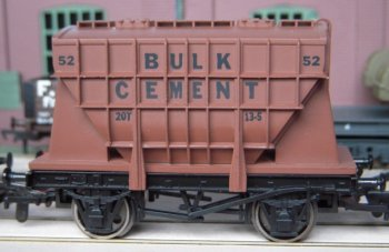 In contrast, Dapol's representations of Presflos, although also available in a range of markings, simply place the distinctive ribbed hopper body on a standard wagon underframe with many differences from the more specialised prototypes.