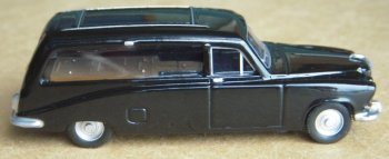 Meanwhile, Oxford Die Cast yielded their Daimler DS420 hearse (76DS002) Introduced in 1968, the DS420 was Daimler's response to the Rolls Royce Phantom V, being exactly the same length and width and sharing similar internal dimensions and features. Unlike the DR450 and VandenPlas 4 litre Princess Limousine it replaced however, the DS420 was a Daimler in name only, powered by a 4.2 litre version of the Jaguar XK's straight-six engine and built at the VandenPlas works at Kingsbury, North London, which had been founded in 1870.