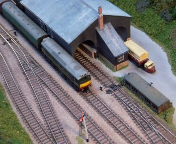 Although future railway exhibition modelling will continue to be a broad church of formats and scales, a requirement was thus identified for a new layout that would appeal both to those who were already happy with the end-to-end format and all that it could offer and also to younger viewers who wanted more frequent train movements.