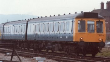 Still in British Rail blue and grey livery in 1985, Bristol based Class 117 set B429 is seen approaching Gloucester from the South West ( above ) and arriving at Platform 1 of the station ( below )  By 1987 however, the Pressed Steel three car set had become Reading based L ( for London ) 429, facelifted internally and repainted in Network SouthEast livery.   From a more local point of view, the picture above was taken before the construction of Metz Way over Windmill Parade and before The Plough Inn was renamed The Great Western.  Similarly, notice the BR pattern freight guard's van and double arrow liveried luggage trolleys in the picture below.