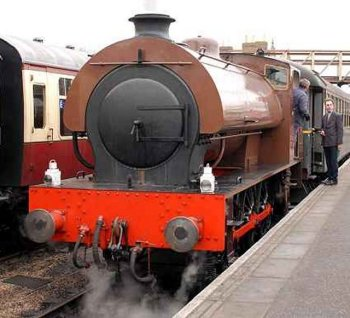 During the 1960s the Wemyss Private Railway operated large fleet of 0-6-0T and 0-6-0ST locomotives including 0-6-0T Number 17, Andrew Barclays of Kilmarnock 2017 of 1935, seen on the WPR and Hunslet designed Austerity 15, pictured above on the Nene Valley Railway.   Acquired by the WPR in 1964 from E G Steels of Hamilton - who in turn bought it from the Ministry of Defence - Number 15 was one of only 13 Austerities built by Andrew Barclay of Kilmarnock, bearing their works number 2183 of 1943.