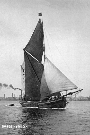 In fact 2017 marks the 30th year of family run heritage business Topsail Charter – operators of the ochre-sailed barges Hydrogen, Kitty, Reminder and Thistle. Like the tea clipper Cutty Sark, Thistle was built on the Clyde but had strong links to the Port of London while Kitty and Reminder were part of the Fred Horlock fleet – renowned for high speed sailing.