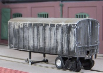 Proving the old adage that it is free to guess but expensive to guess wrong, Peco had already launched its own 00 gauge road-railer kit ( actually designed and made by Scalecraft but only available through Peco ) in 1961