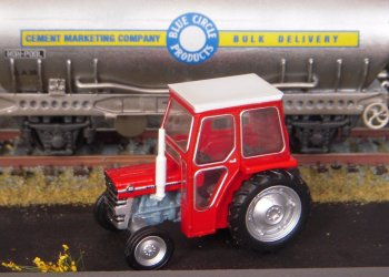 Luckily, Oxford Diecast had that covered too with their Massey Ferguson 135 - which was built in the Banner Lane factory Coventry with the original design of rear 3 point rear linkage and plough draft control by Harry Ferguson.