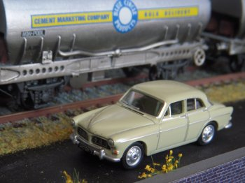 76VA001 represents the 4 door saloon version of the Volvo Amazon which has also been available as a 1/43 scale model. In real life, more than 650 000 of the Jan Wilsgaard designed large family car were built by Volvo between 1956 and 1957 of which over 234 000 were four door saloons rather than 2 door coupes or 5 door estate cars.