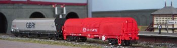 On the subject of freight, the non- powered display line on Runport St Nicola can, among other vehicles, display a GBRf liveried HYA bogie coal wagon and a BRA steel strip carrier.