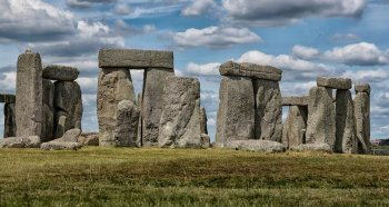 One instance of this in Britain was the construction of Stonehenge in the years before 2 000 BC. Stonehenge comprised not only Sarsen stones found nearby in Wiltshire but Bluestones from the Preseli mountains in Pembrokeshire.