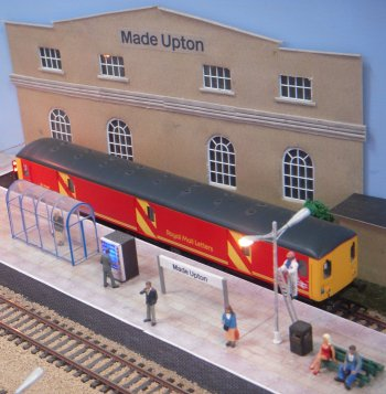 Made Upton was a fictional Worcestershire town. The layout depicted a terminus station set in the present day with a small but busy serving and fuelling depot plus a siding for loading and unloading goods to a distribution warehouse.