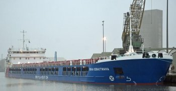 Much as the Western world runs on oil, where would we be without food? A pleasant surprise addition to Ted's ship parade was thus the Russian cargo ship POLA SEVASTIANA (IMO 9691785, 5 687 grt) arriving from Kiel to Sharpness Docks on her maiden voyage on Monday 8 January 2018 with 6 600 tons of wheat.